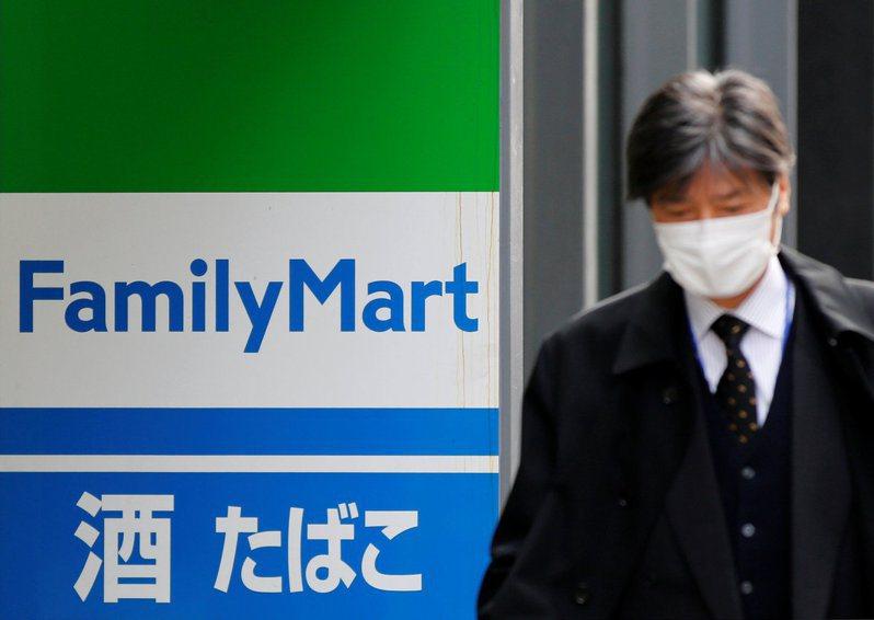 日本全家通過母公司伊藤忠的計畫,股票下月將從東證一部下市。  路透