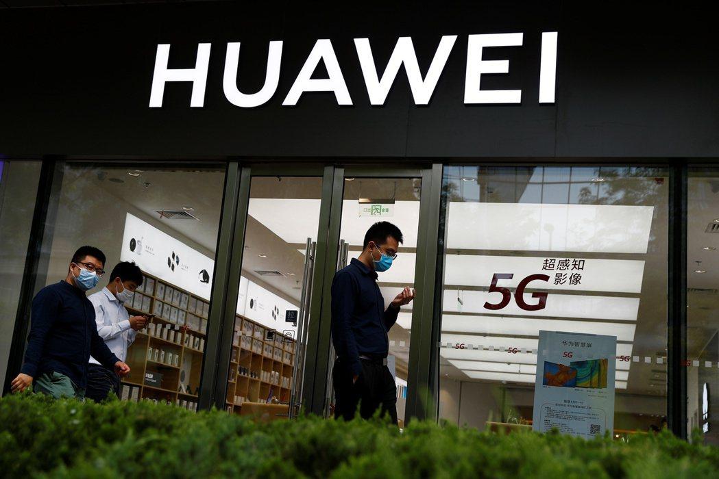 知情人士透露,華為在美國制裁生效前幾個月儲備大量5G基地台晶片。 路透