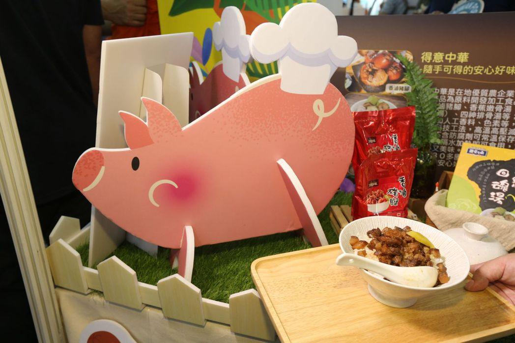 高雄市長陳其邁出席高雄國際食品展,特別推薦台灣豬。記者劉學聖/攝影