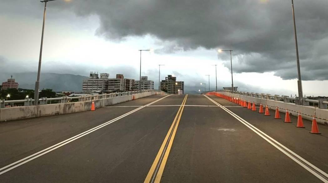 宜蘭橋從25日中午起第一階段開放小車及公車通車,當天通車前會有蘭陽媽祖文化節的眾...
