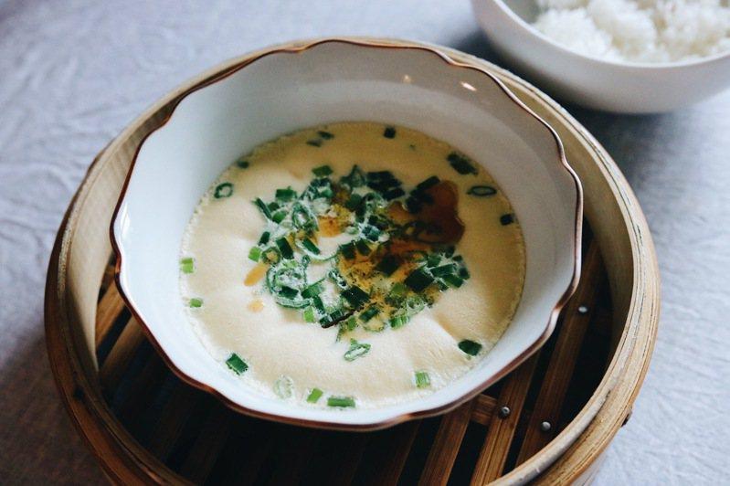 沒有食物比得上小時後清晨、奶奶為我蒸的一碗蒸蛋拌飯。圖/宗大筠提供