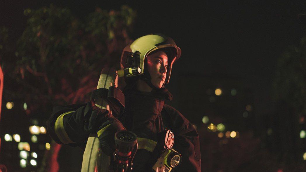 陳庭妮飾演劇中唯一的女性消防員。圖/公視提供