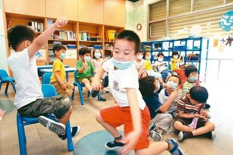 蔡英文總統喊出2030年雙語國家目標,主打雙語的幼兒園漸增,教育部近日也預告修正「幼兒園教保服務實施準則」,鬆綁幼兒園的外語教學限制。本報資料照片