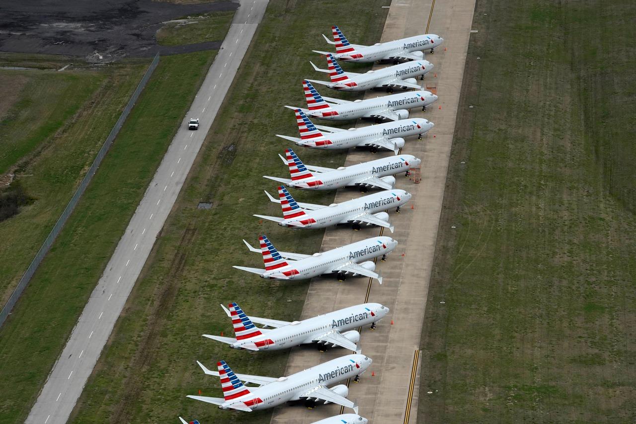 美國航空Q3淨損24億美元 持續削減現金支出