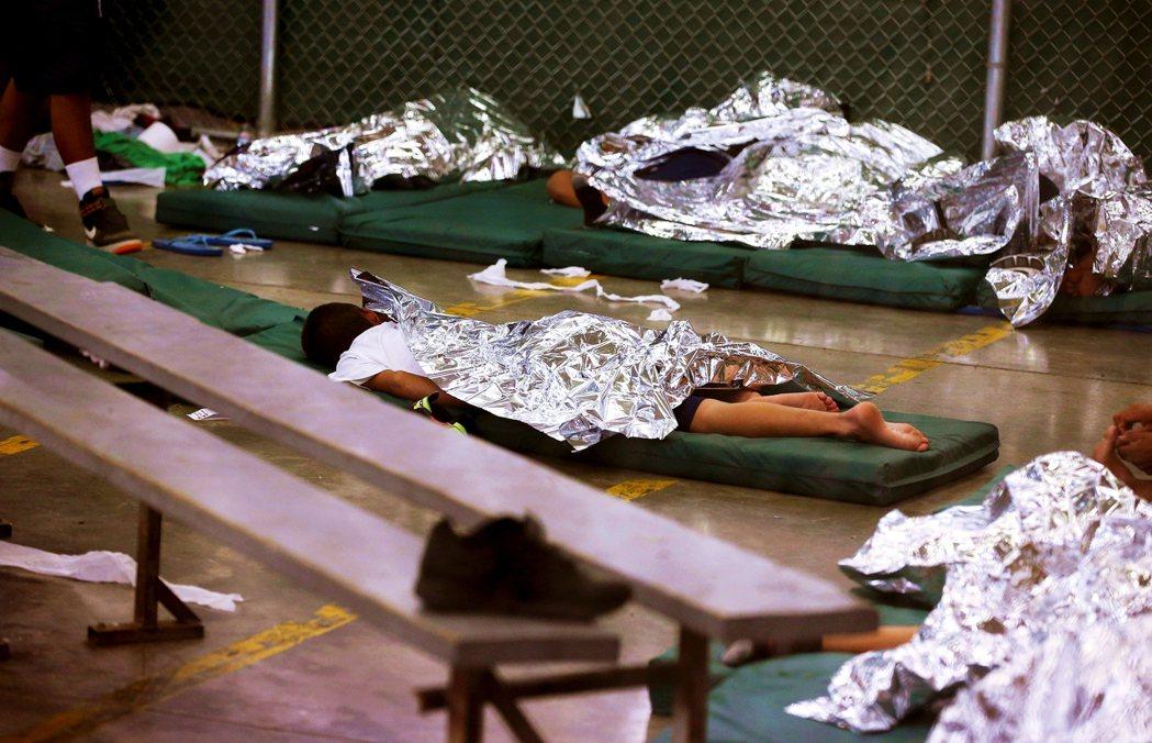 美墨邊境的偷渡客骨肉分離問題,川普就直接殺球:「相關政策是民主黨留下來的遺毒,誰...