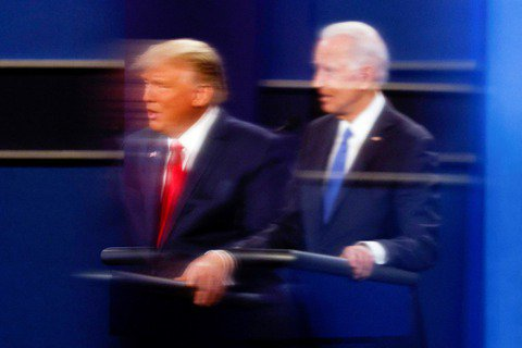 進入最後10日倒數的2020美國總統大選,22日晚間在田納西州進行了川普與拜登的...