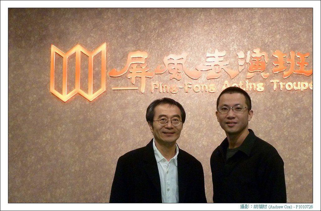 黃致凱(右)與恩師李國修合影。 圖/黃致凱提供、胡福財攝影