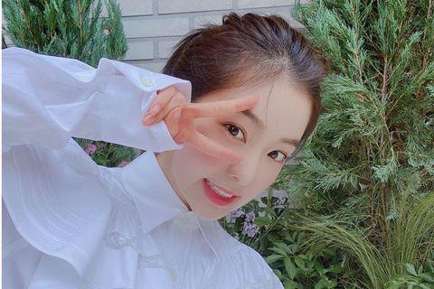 韓國女團Red Velvet成員Irene爆出大頭症,她22日寫下長文認錯致歉,更引起軒然大波,Red Velvet行程也因此受影響,今(23)日傳出將缺席線上粉絲見面會,而Irene主演的電影「D...