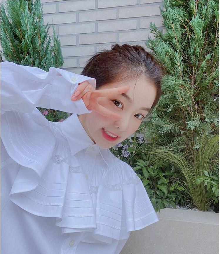 Red Velvet成員Irene爆出大頭症。圖/擷自IG