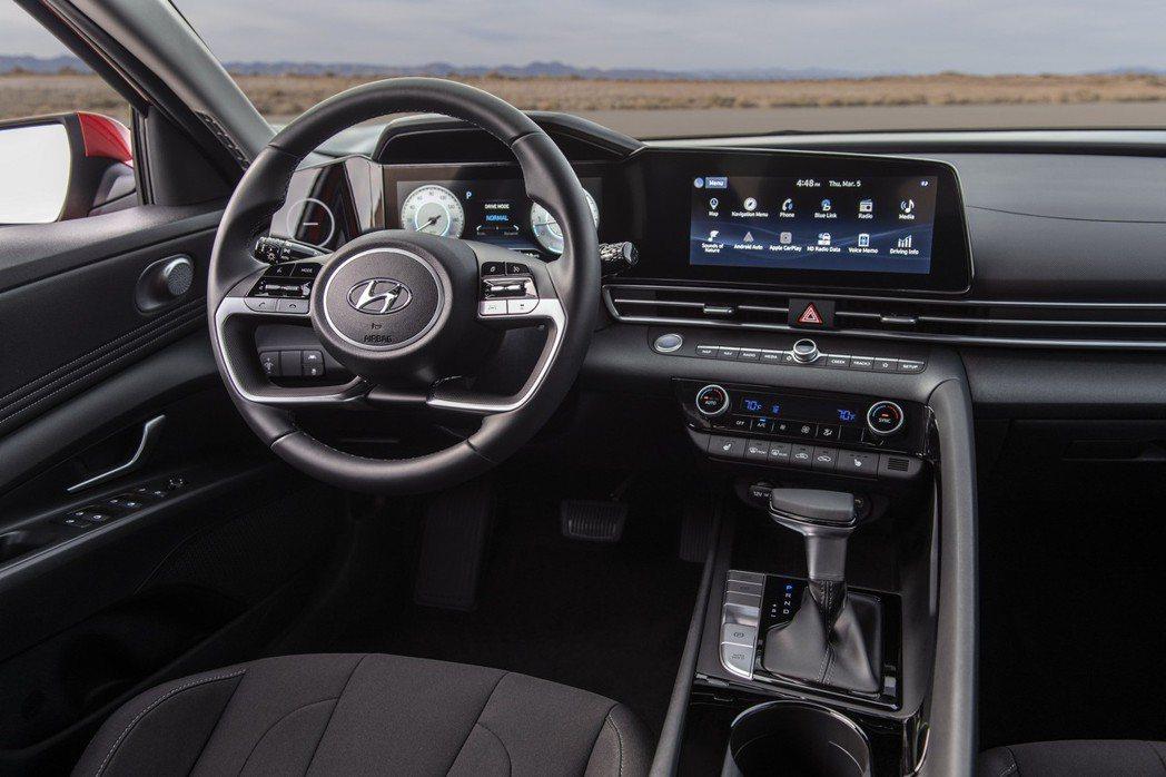 大改款Hyundai Elantra美規車型內裝。 摘自Hyundai