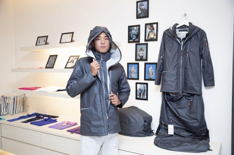 張家豪示範穿上「極輕漂流者外套」,有型有款。 Gninnur/提供