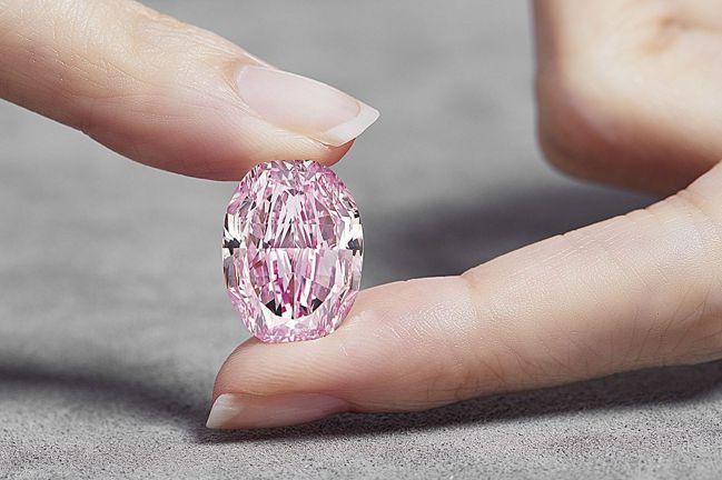 14.83克拉的頂級粉紅鑽「玫瑰花韻」。 images SOTHEBY'S