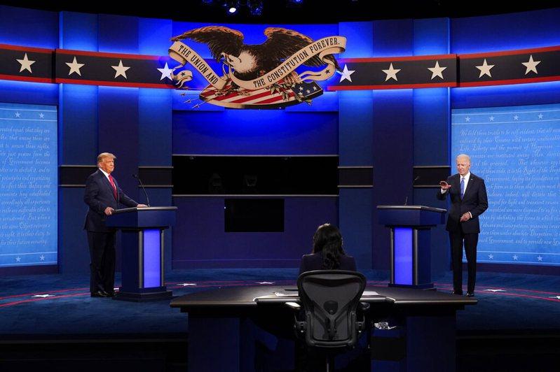 美國大選最終場辯論於美東時間晚間9時正式在田納西州納希維爾登場,美國「國家廣播公司新聞網」資深記者維爾克擔綱主持人一職。美聯社