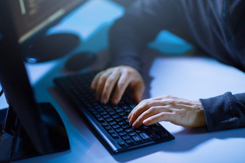 美國政府機構表示,受俄羅斯政府資助的駭客,曾2次成功侵入美國政府和地方政府的電腦網路。示意圖/ingimage授權
