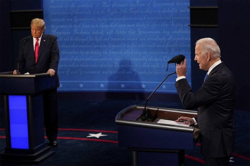 美國總統選前最後一場辯論會,新冠肺炎疫情成攻防重點之一。美聯社