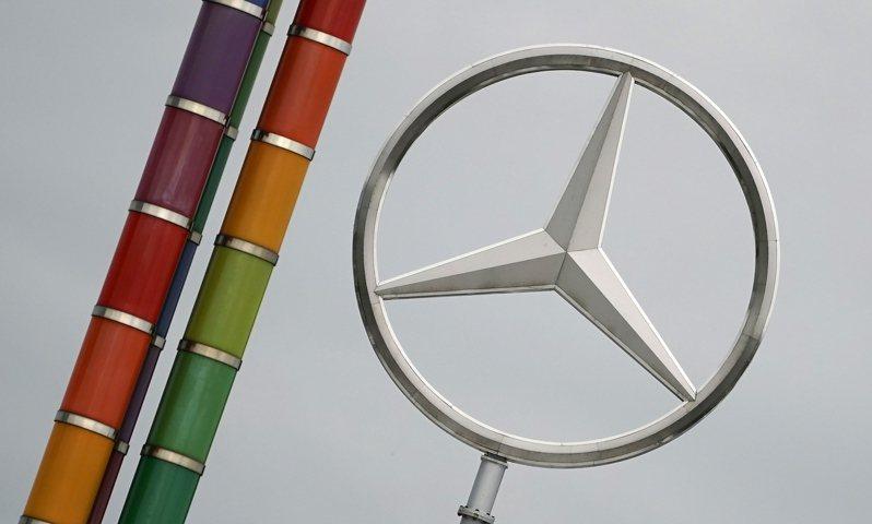 德國汽車製造商戴姆勒集團(Daimler AG)第3季獲利反彈,主因今年初全國實施防疫封鎖措施後,戴姆勒嚴格控制成本,加上汽車銷售飆升。 歐新社