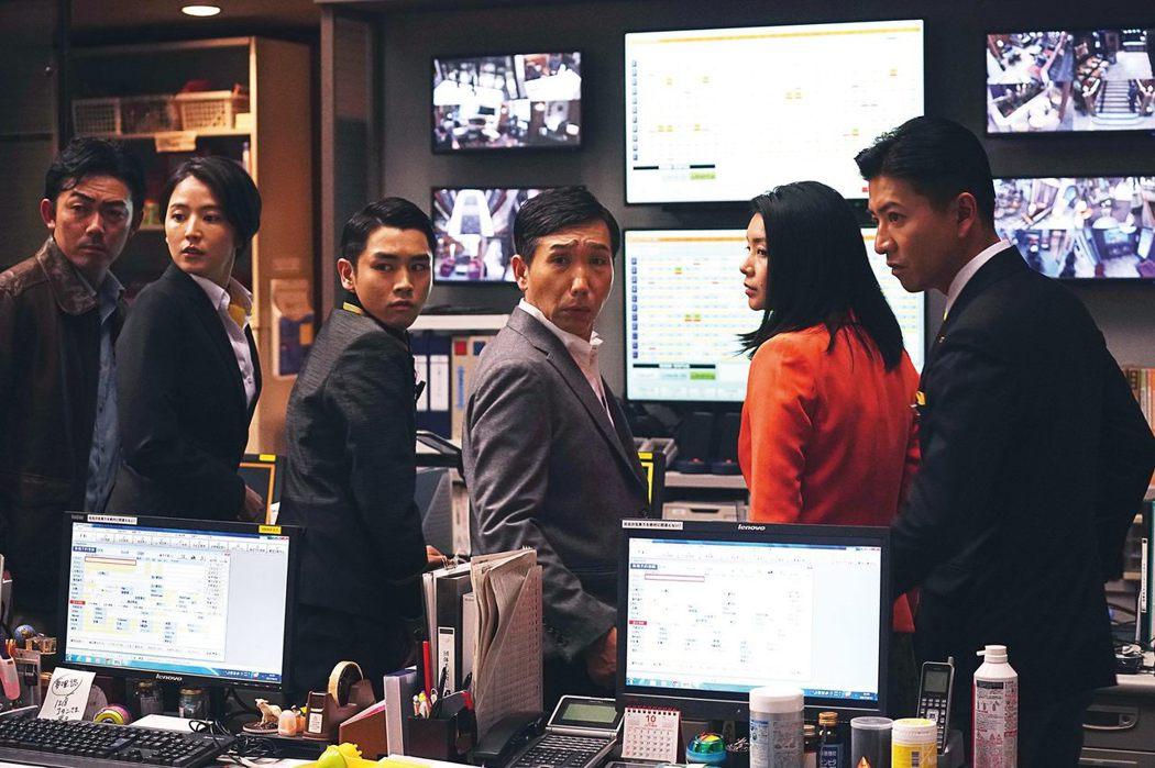大家都以為《假面酒店》是推理懸疑片,但東野圭吾實際上寫的是飯店的「假面(面具)」文化。