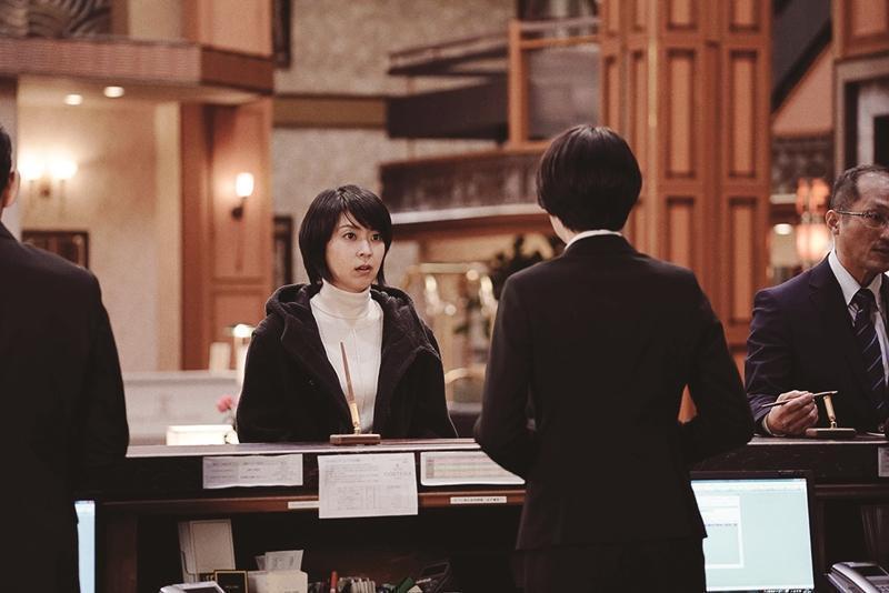 說實話,《假面飯店》松隆子與長澤正美的CP感更為強烈,是另一種世代交替。