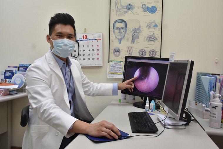 小港醫院耳鼻喉科劉承信醫師說,台灣約3成民眾受過敏及非過敏性鼻炎的困擾。記者王昭...