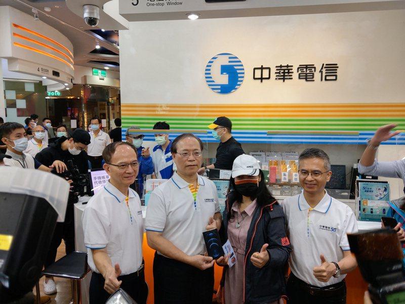 中華電信開賣iPhone 12。記者黃晶琳/攝影