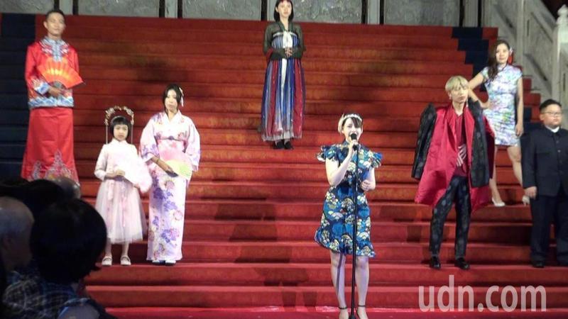 高雄圓山飯店推出東方時尚秀,以旗袍趴復古主題帶遊客穿越時空。記者王昭月/攝影