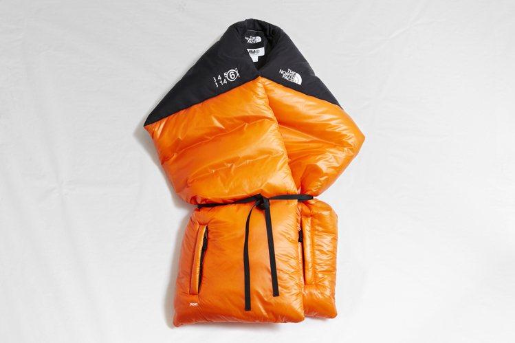 MM6 X THE NORTH FACE長方形圍巾21,800元。圖/微風精品提...