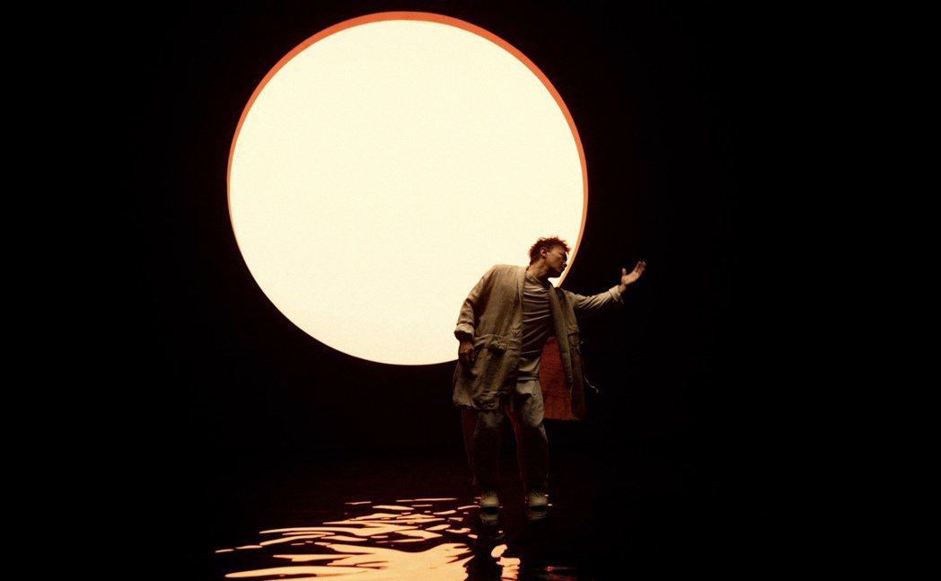 陳奕迅在MV秀現代舞。圖/環球音樂提供