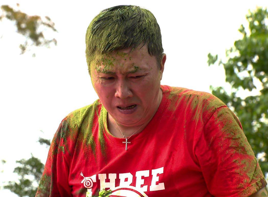 趙正平在抹茶粉伺候下狼狽不堪。圖/台視提供