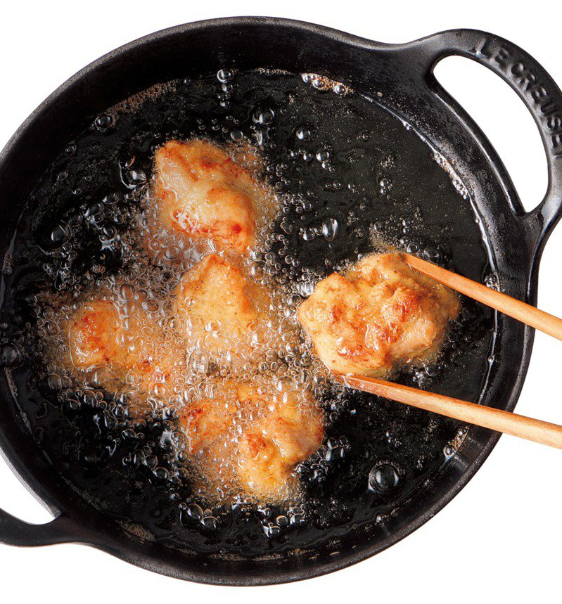 想做出香脆外皮結合多汁食材的炸物,主廚有祕訣。圖/台灣廣廈 提供