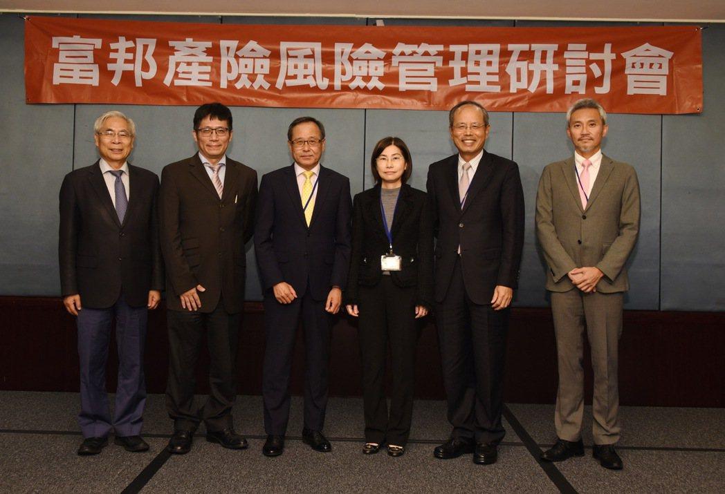 社團法人中華公司治理協會秘書長游瑞德(左起)、達文西個資暨高科技法律事務所所長葉...