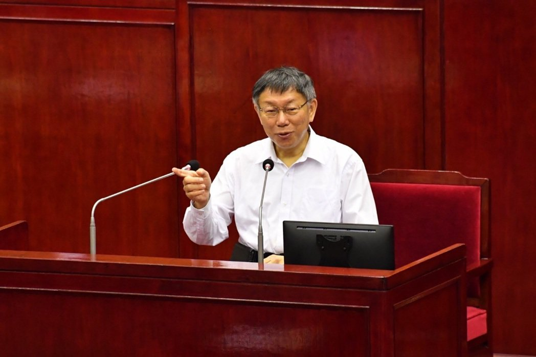 台北市長柯文哲說,跨年活動停辦的標準已經定調,是不含境外移入案例,活動前七天有1...