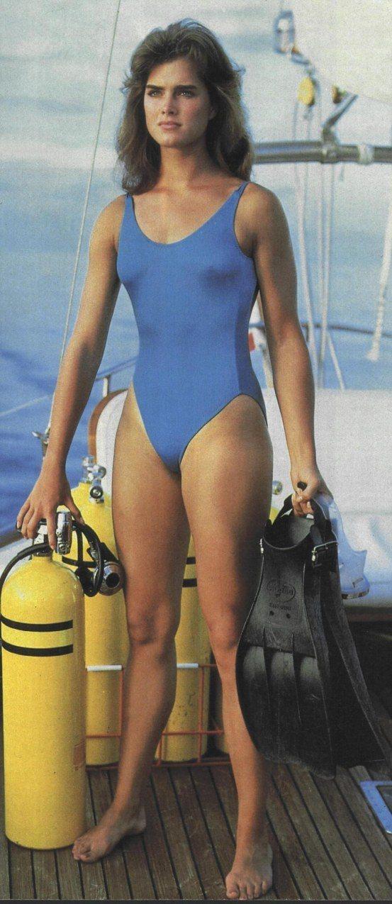布魯克雪德絲在「航向太陽」展現泳裝丰采,但是保守的連身款式。圖/摘自imdb