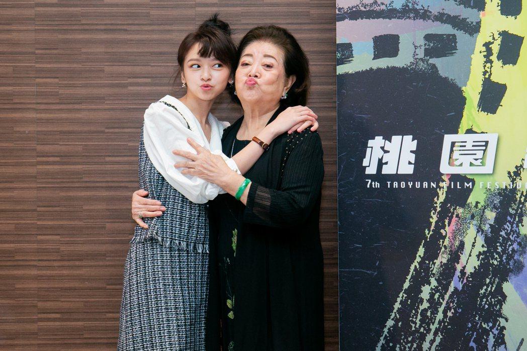 陳妍霏(左)、陳淑芳(右)出席桃園電影節閉幕片「孤味」首映。圖/桃園電影節提供(...