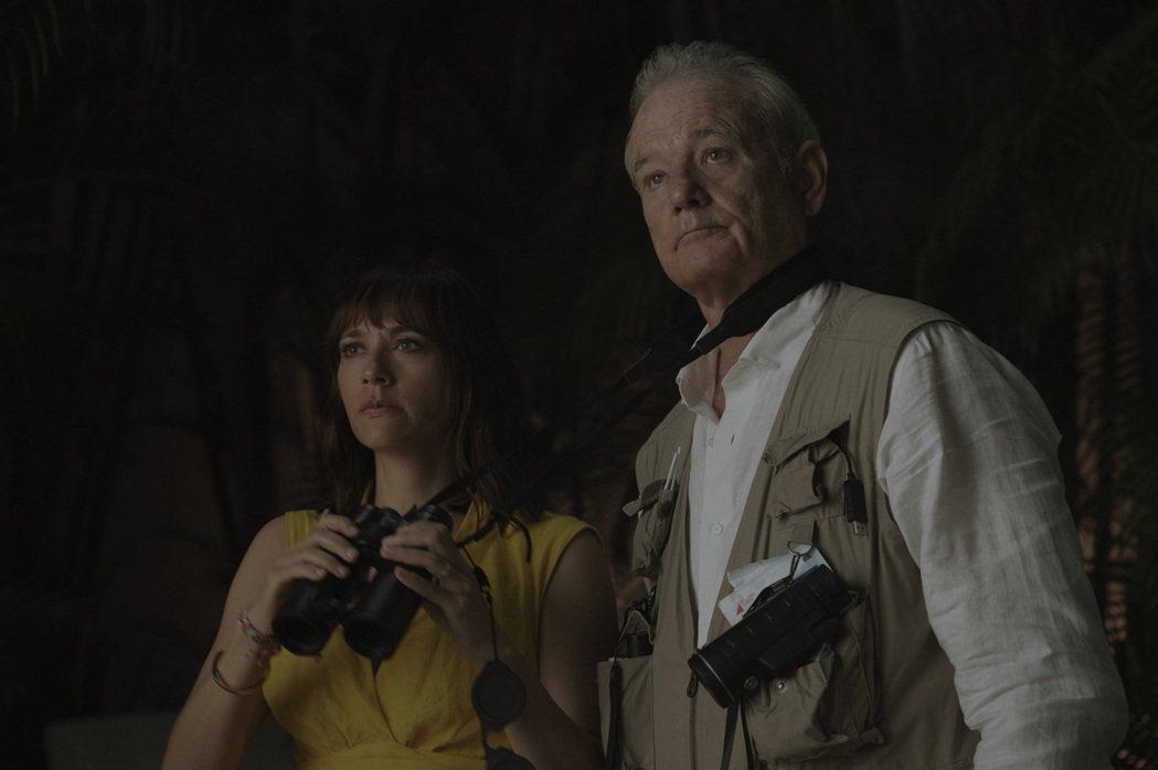拉希達瓊斯(左)、比爾墨瑞(右)在「人生觸礁時」飾演一對父女,在紐約這座大城市裡...