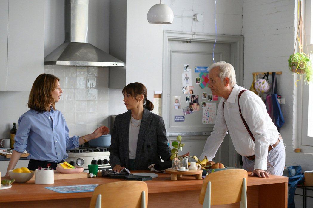 金獎導演蘇菲亞柯波拉(左)與拉希達瓊斯(中)、比爾墨瑞(右)在「人生觸礁時」合作...