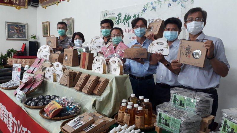 台南龍崎農會與市政府農業局發表竹炭及竹醋液等新產品。記者周宗禎/攝影