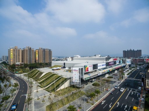 廣豐實業昨天將「廣豐新天地」購物中心,以46.8億元賣斷給國泰人壽,不再回租經營。 CBRE世邦魏理仕/提供