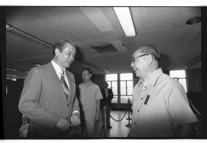 根據故總統蔣經國日記,對副總統李登輝、行政院長孫運璿(左)明顯親疏有別。本報資料照片