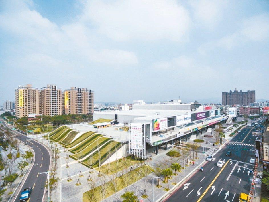 廣豐實業昨天將「廣豐新天地」購物中心,以46.8億元賣斷給國泰人壽,不再回租經營...