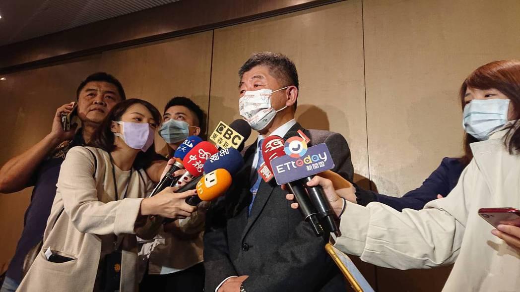 指揮中心中心指揮官陳時中今出席「2020台灣全球健康論壇」致詞,會前媒體聯訪時,...