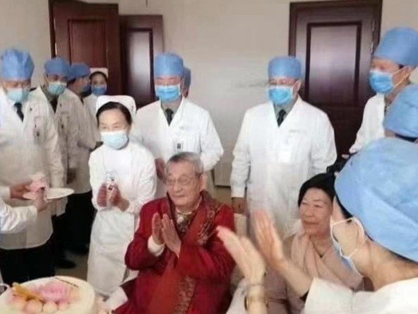 網路照片顯示,朱鎔基在醫院歡度92歲生日。圖:擷自網路