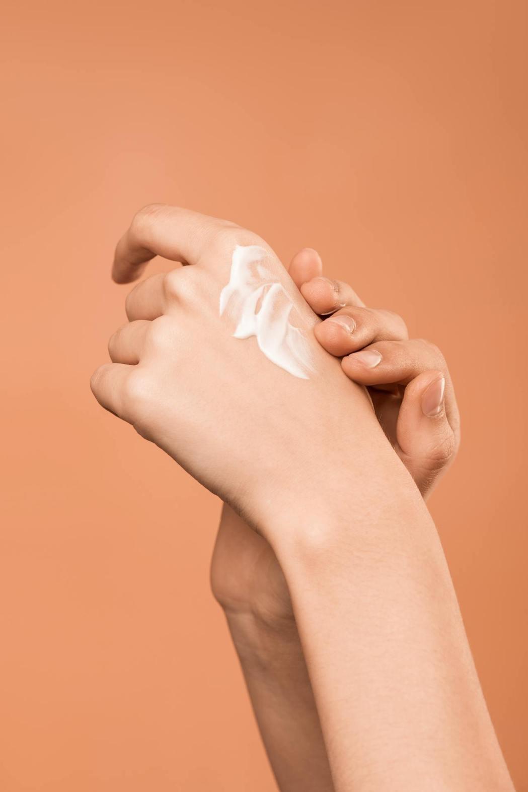 乳液是肌膚鎖水的最大關鍵。圖/摘自pexels