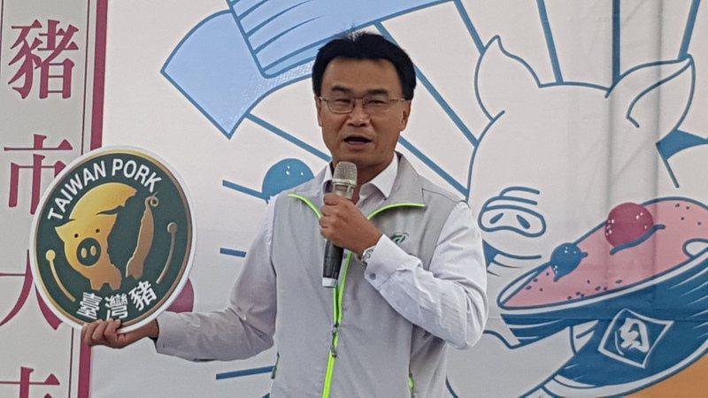 農委會主委陳吉仲表示,台灣豬標章預計下個月開始開放給有商業登記、稅籍登記的店家申請,傳統市場申請方式也會盡快公布。記者黃瑞典/攝影