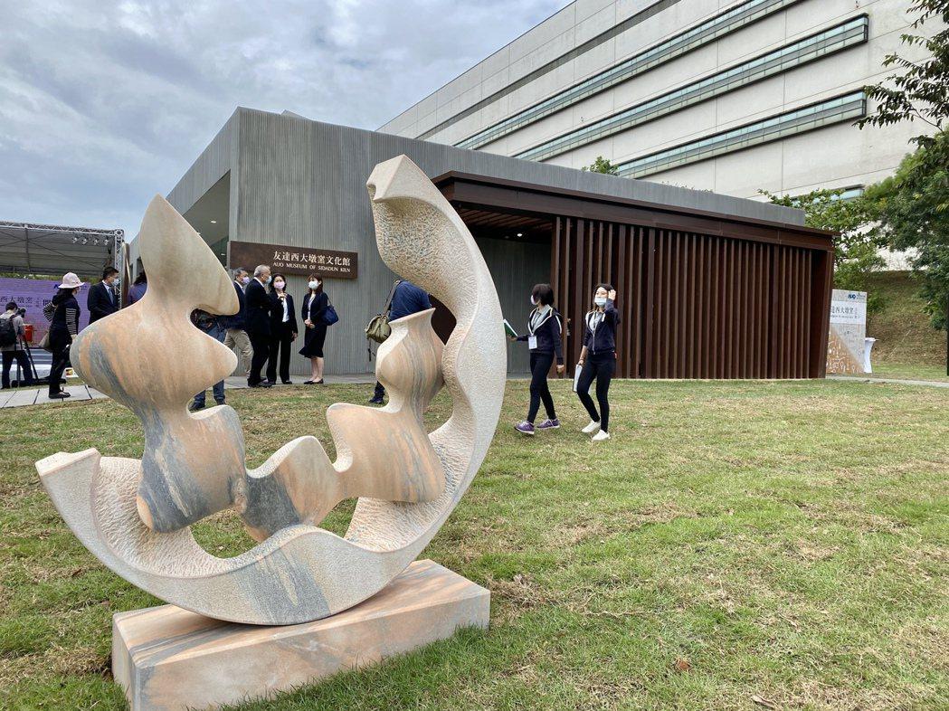 友達西大墩窯文化館強調與自然合一的設計理念,成為大肚山臺地美麗的框景。記者宋健生...