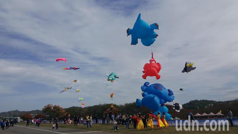 苗栗市「九降風起」風箏文化及客家美食節今天上午熱鬧登場。記者胡蓬生/攝影