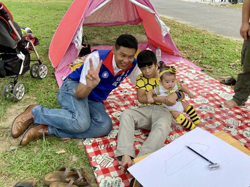 台南市「第二屆議長盃我愛永康親子寫生比賽」在永康公園登場。圖/李鎮國提供