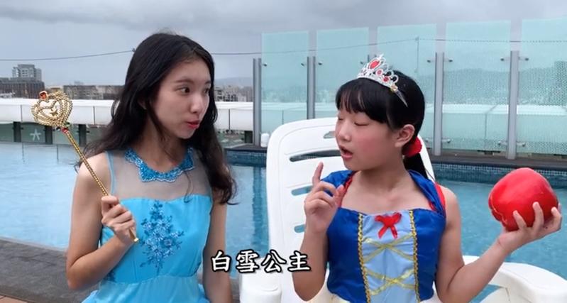 首獎是「白雪公司冒險記」,演出白雪公主的吳若湄(左)有先天聽障,但努力突破困境,演技精湛曾入圍金鐘獎迷你劇女配角。圖/大屯稽徵所提供