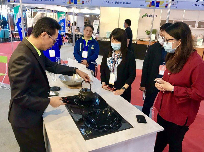 首度曝光的廚具新創作3Dih爐,堪稱是廚房烹飪環境進化與突破性的革命。記者宋健生/攝影