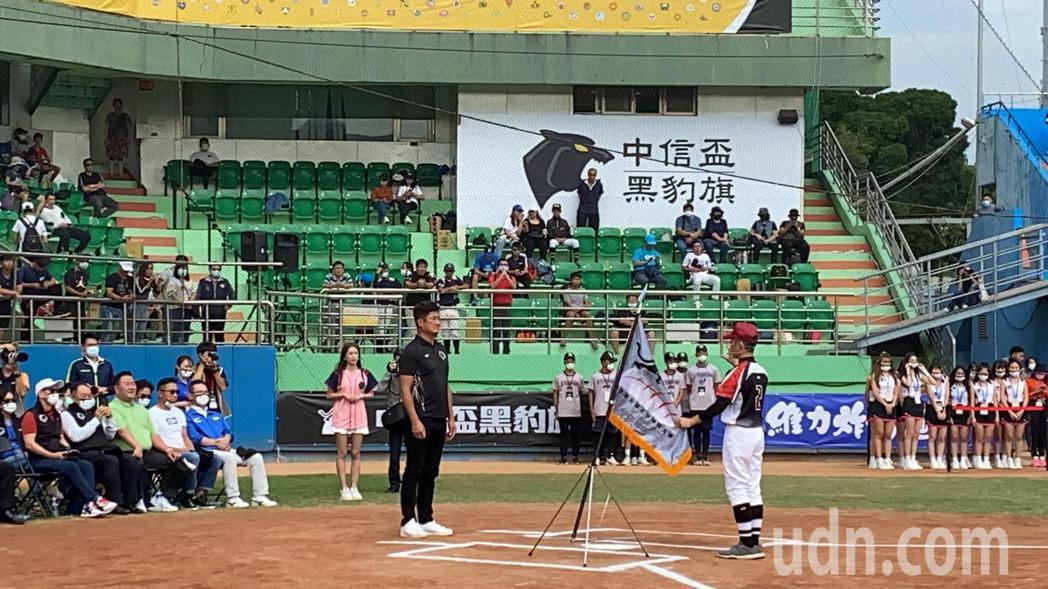 黑豹旗全國高中棒球開幕賽今天移師台中開打。 記者趙容萱/攝影