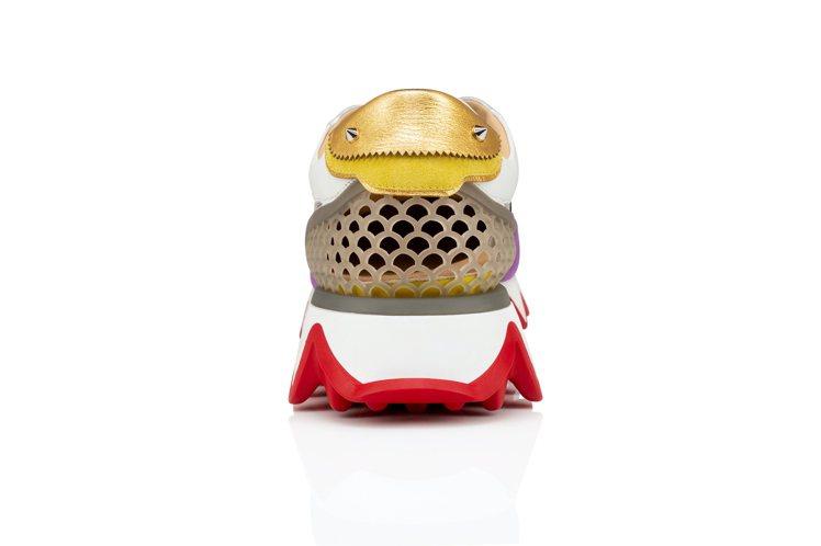 Loubishark鞋後方橡膠扇形網格設計,靈感來自品牌在巴黎維侯多達拱廊街開設...